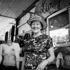. (Film_Fresh_Start) Tags: 6x6 argentique carlzeissplanar75mm35 ilfordfp4125 lugdunum lyon moyenformat rolleiflex35fk4f tlr bw nb film strangers portraits street