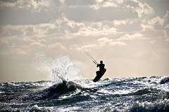 Kitesurfer am Darß (karstenzschache) Tags: wasser water ostsee balticsea kitesurfer gegenlicht sport fuji xt10 xc50230 deutschland germany mecklenburgvorpommern wellen wave