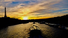 Sunset on the River Seine (joanneclifford) Tags: pontdel'alma paris bateauxmouches rivercruise riverboats sunset riverseine eiffeltower