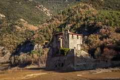 La roca (SantiMB.Photos) Tags: 2blog 2tumblr 2ig labaells pantano dam fango mud río river llobregat abadía abbey románico romanesque geo:lat=4216892040 geo:lon=186091140 geotagged santcorneli cataluna españa esp