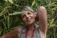 DSC_3745 (griecocathy) Tags: portrait femme plante bambou végétations vert beige rouge