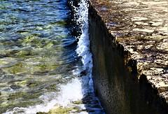Der ewige Widerstand (_aka_Jones) Tags: meer welle küste brandung sea water