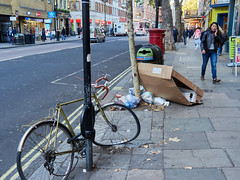 Charing Cross Road. 20181019T15-38-02Z (fitzrovialitter) Tags: england gbr geo:lat=5151005000 geo:lon=012799000 geotagged leicestersquare stjamessward unitedkingdom peterfoster fitzrovialitter city camden westminster streets urban street environment london fitzrovia streetphotography documentary authenticstreet reportage photojournalism editorial daybyday journal diary captureone olympusem1markii mzuiko 1240mmpro microfourthirds mft m43 μ43 μft ultragpslogger geosetter exiftool rubbish litter dumping flytipping trash garbage