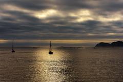 Ría de Vigo-_DSC3516 (peruchojr) Tags: atardecer canido oia vigo barco bote agua mar playa