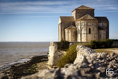 Abbaye de Talmont Sur Gironde (Fabien Georget (fg photographe)) Tags: talmont sainteradegonde eglise architecture vague wave sun water rocks landscape paysage sky ayezloeil beautifulearth bigfave canoneos5d canon elitephotography elmundopormontera eos fabiengeorget fabien fgphotographe flickr flickrdepot flickrunited georget geotagged flickunited mordudephoto nature paysages perfectphotograph perfectpictures wondersofnature wonders supershot supershotaward theworldthroughmyeyes shot photography photo greatphotographer granit seascape sunset