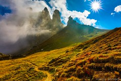 Il paesaggio che cambia... The landscape that changes ... (giobertaskin) Tags: canon sole calore cambiamento landscape paesaggio dolomiti nubi nube nebbia morning mattini mattino