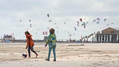 Kites and childs (MLe Dortmund) Tags: nordsee kinder children northsee stpeterording