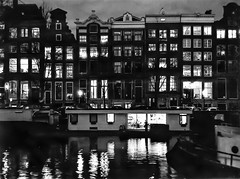 Houseboat, looking in. (parnas) Tags: amsterdam nederland binnenkant grachten canals houseboat zwartwit blackandwhite blackwhite analoog film ilforddelta streetphotography straat reflections