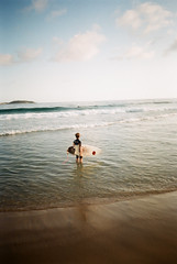 Praia de Ipanema (Henrique F. da Silva) Tags: fujic200 olympustrip505 pointandshoot filmisnotdead film filmisalive arraialdocabo rio rj trip sea beach holidays