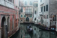Venise le soir. (elisabeth D.) Tags: vénétie sérénissime italie italia adriatique canal gondole viaggio venezia gondola