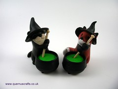 Little Witchy Cauldron Otter & Fox (Quernus Crafts) Tags: polymerclay quernuscrafts cute halloween fox otter cauldron witchshat