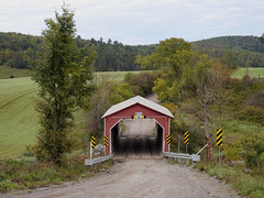The Meech Creek Valley Covered Bridge (aka Meech Brook) in Chelsea, Quebec (Ullysses) Tags: meechcreekvalleycoveredbridge pontcouvertduruisseaumeech pontcouvert coveredbridge chelsea quebec canada autumn fall automne