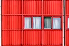 vandaag is rood de kleur van enz .... (roberke) Tags: architecture architectuur modern windows ramen vensters red rood gordijnen curtain