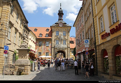 View along Karolinenstrasse towards Altes Rathaus, Bamberg, Germany (JH_1982) Tags: karolinenstrasse altesrathaus altes rathaus oldcityhall old cityhall historic historisch architecture architektur landmark building hôtel de ville city hall townhall town ayuntamiento municipio 地方政府大樓 役所 지방 관청 ратуша fussgängerzone pedestrian precinct shops läden shopping bamberg bamberga 巴姆贝格 バンベルク бамберг bayern bavaria germany allemagne alemania germania 德国 ドイツ 독일 германия