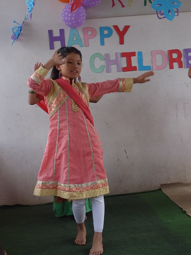 Voici un pas de danse népalais