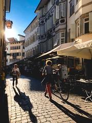 Autunno a Bolzano (Nora Bo) Tags: ombre strada cobblestone iphone piazzaerbe bolzano autunno