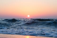 Morgenstund (Peter Glaab) Tags: 45mm himmel meer natur olympus ostsee schleswigholstein sonne sonnenaufgang strand wasser zuiko m43 grömitz sunrise wellen