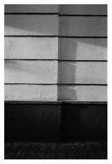 E (niam.) Tags: wand wall light shaddow schatten fassade haus house minimal nothing why no idea vielleicht ruhe oder das licht zeissbiogon2835 leicam42 hp51600 self film analog meditation walk question frage antwort warum darum haiku