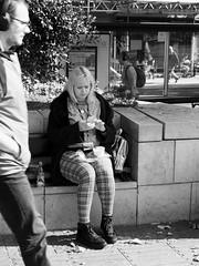 Coming in (Franco & Lia) Tags: street fotografiadistrada photographiederue bristol england inghilterra greatbritain biancoenero blackwhite noiretblanc schwarzundweiss