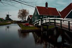 •Zaanse Schans• (virginiasánchez) Tags: zaanseschans amsterdam holanda holland travelling travel beautiful houses house bridge europa europe casa puente agua water reflejos reflexion nublado