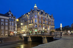 Amsterdam by night (eric zijn fotoos) Tags: sonyrx10m3 amsterdam city stad gracht canal night nacht nightshot avondopname bluehour blauweuurtje lights lichten architecture architectuur gebouw building sky lucht river rivier water boat boot tower toren people mensen road weg hotel