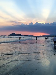 Pôr do sol na Riviera (ligiavcrispino) Tags: beach sunset mar sea sky céu pôrdosol praia areia montanha água sand entardecer