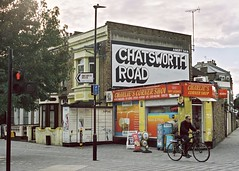 Chatsworth Rd (I M Roberts) Tags: chatsworthrd urbanart urbansetting hackney e5 streetscene portra400 kodakportra film
