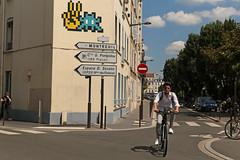 Avenue de la Républque - Vincennes (France) (Meteorry) Tags: europe france idf îledefrance paris spaceinvader spaceinvaders invader invaderwashere mur wall street rue art artderue pixels pa1341 75021 75094 94000 vincennes victory candid people man homme guy bicycle cyclist bicyclette vélo bike corner streetscene male montreuil aveneaubert avenuedelarépublique sensinterdit noentry summer été june 2018 meteorry