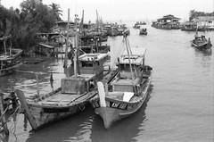 Fisherman Village, Kuala Sala, Kedah Malaysia (Shafirol Azuan) Tags: pentax electrospotmatic supertakumar 5014 fomapan100 ilford lc29