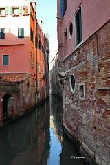 Venezia una realtà avvolta dalla magia e da mistero... (hmeyvalian) Tags: venezia venise venice laguna canale canal veneto italia italie italy