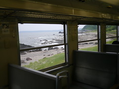 The view of the beach from the train (しまむー) Tags: panasonic lumix dmcgx1 gx1 g 20mm f17 asph trip train yuri highland railway 由利高原鉄道
