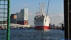 Hamburg, Hafen (EnDie1) Tags: endie1 2018 hamburg elbphilharmonie harbor hafen schiff architektur architecture elbe fluss handyshot