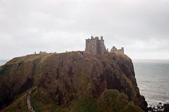 The Reach (l.mar) Tags: dunnottarcastle dùnfhoithear stonehaven scotland leicam2 35cmf35summaron ektar100