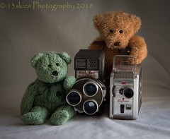 Movie Makers (HTBT) (13skies (Cast off, brace on. Healed but still sore) Tags: movies teddybeartuesday two both fun play pretend makebelieve acting filmcameras moviecameras older antiques gerrie huntley teddybears happyteddybeartuesday friends
