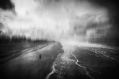 3331 (Elke Kulhawy) Tags: meer sea water beach perspective bw bnw blackandwhite monochrome art kunst textur grain sky himel