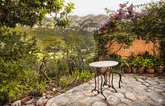 Jardín con vistas (Jose Peral Merino) Tags: deyá mallorca sierradetramontana baleares terraza vistas mesa silla jardín flores mirador hdr