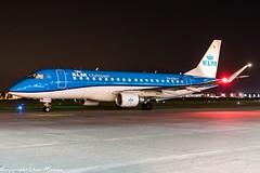 KLM Cityhopper PH-EXH HAJ at Night (U. Heinze) Tags: aircraft airlines airways airplane planespotting plane flugzeug night nightshot nikon eddv haj hannoverlangenhagenairporthaj