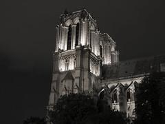 Notre dame, Paris (zenti66) Tags: paris night notre dame black white