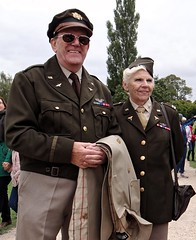 Yanks. Sept 2018 (Simon W. Photography) Tags: army 1940 1940s livinghistory reenactment americanarmy woman women girl girls lady ladies female females candid fashion style people person groupshot crowd couple face faces hat hats cap caps history historic war simonhx100v sonyhx100v hx100v event portrait nottingham ruffordabbey nottinghamshire homefront smile smiles smiling