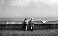 369 (Digirolamo Nicola) Tags: uk filmisnotdead scarborough england sea mare couple