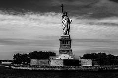 New YorkBW0272 (schulzharri) Tags: new york usa freiheitsstatue freihet statue black white schwarz weis reise travel art kunst