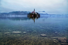 Bleh (Don César) Tags: slovenia eslovenia bled lake lago see water agua island isla church iglesia morning blue azul