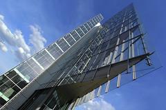 Bauklinge (ploh1) Tags: stuttgart gebäude lbbw himmel blau linien schräg durchsichtig glas fenster fassade ausenaufnahme schöneswetter wolke bauwerk