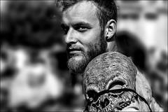 Tête de mort! / Skull! (vedebe) Tags: portraits portrait fête noiretblanc netb nb bw monochrome ville city urbain rue street urban urbanarte