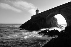 Phare ouest (hubert.jehl) Tags: finistère brest lumière arche océan phare