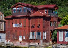 08082011-IMGP0915 (Mario Lazzarini.) Tags: villa casa legno antica old historic bosforo istanbul turchia turkey architettura finestre