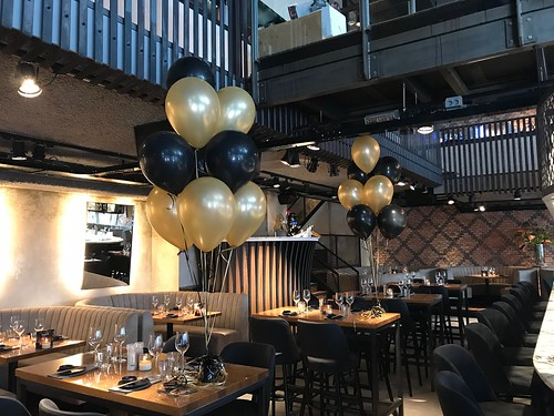 Tafeldecoratie 10ballonnen Gestapeld Cafe in the City Rotterdam
