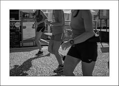 La tête et les jambes... ou pas ? (Panafloma) Tags: 2018 architecturebatimentsmonuments bandw bw bâtiments détailsarchitecturaux fr famille france géographie landscape lehavre nadine nadinebauduin natureetpaysages paysages personnes techniquephoto végétaux blackandwhite esplanade femmes joggeuse monochrome noiretblanc noiretblancfrance plage restaurant