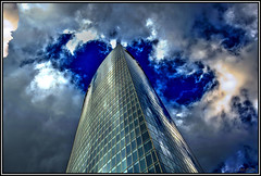 Intentando tocar el cielo.... (Jose Roldan Garcia) Tags: rascacielos cielo nubes arquitectura aire viento cristales ventanas colores torre iberdrola bilbao
