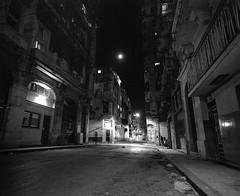 Havana at Night - Cuba (IV2K) Tags: mamiya mamiya7 mamiya7ii film blackandwhite monochrome grain night longexposure ilford ilfordfilm hp5 ilfordhp5 havana habana lahabana cuba cuban kuba caribbean street